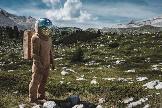 Фото бесплатно астронавт, горы, трава