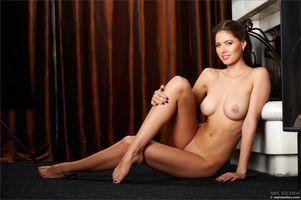 Заставки Arianna,красотка,голая,голая девушка,обнаженная девушка,позы,поза