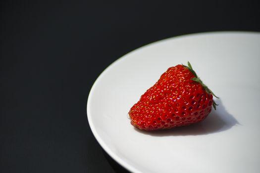 Фото бесплатно клубника, пластины, фрукты