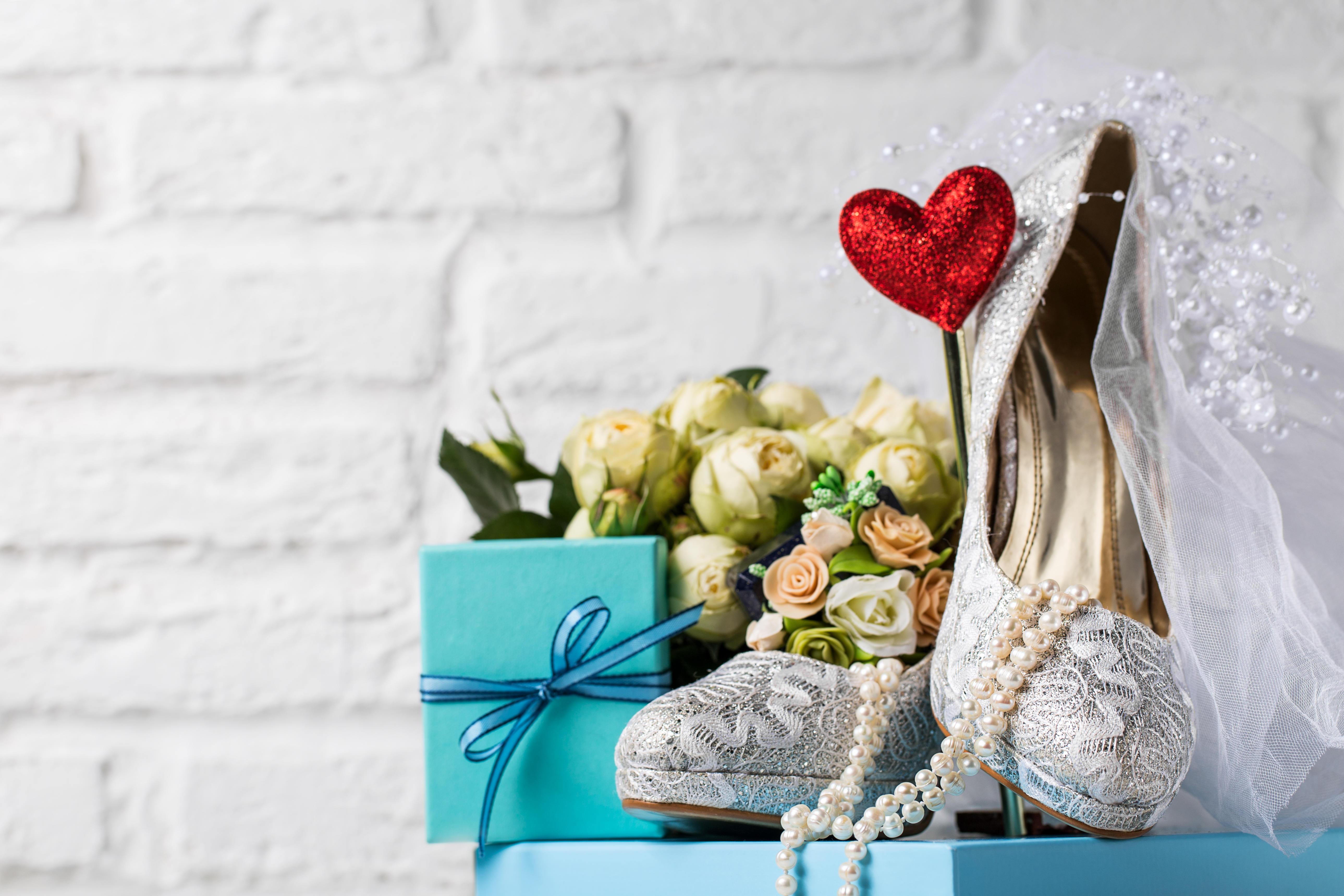 Обои свадьба, бусы, подарок, туфли