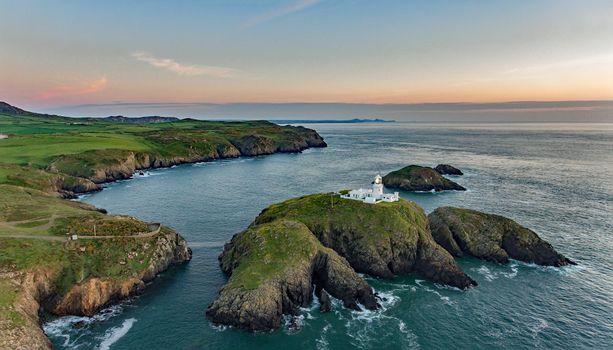 Бесплатные фото скалистый мыс,Пенкаер,Пембрукшир,Уэльс,Pembrokeshire Coast National Park,море,остров,маяк,закат,пейзаж