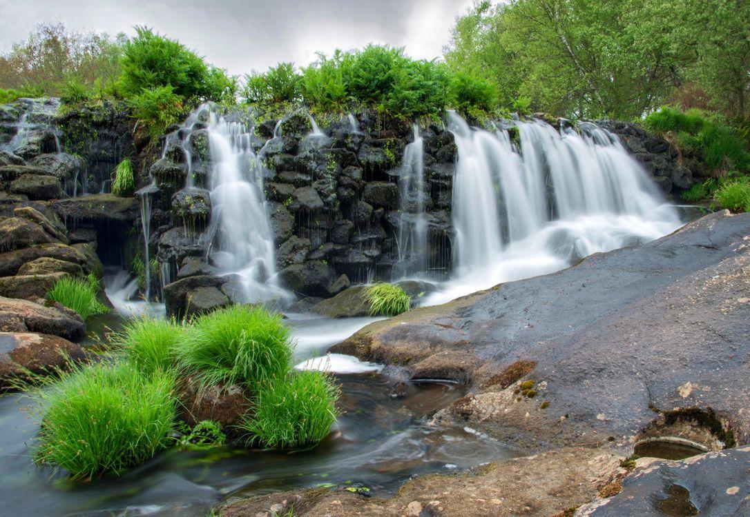 Фото бесплатно водопад, скалы, деревья, природа, пейзаж, пейзажи
