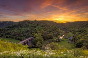 Бесплатные фото закат, холмы, горы, мост, деревья, река, цветы