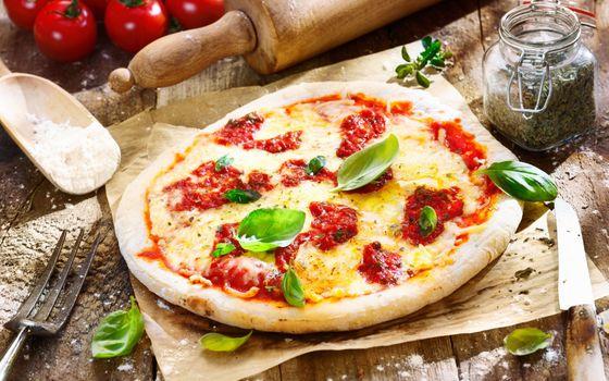 Фото бесплатно томатный соус, пицца, овощи