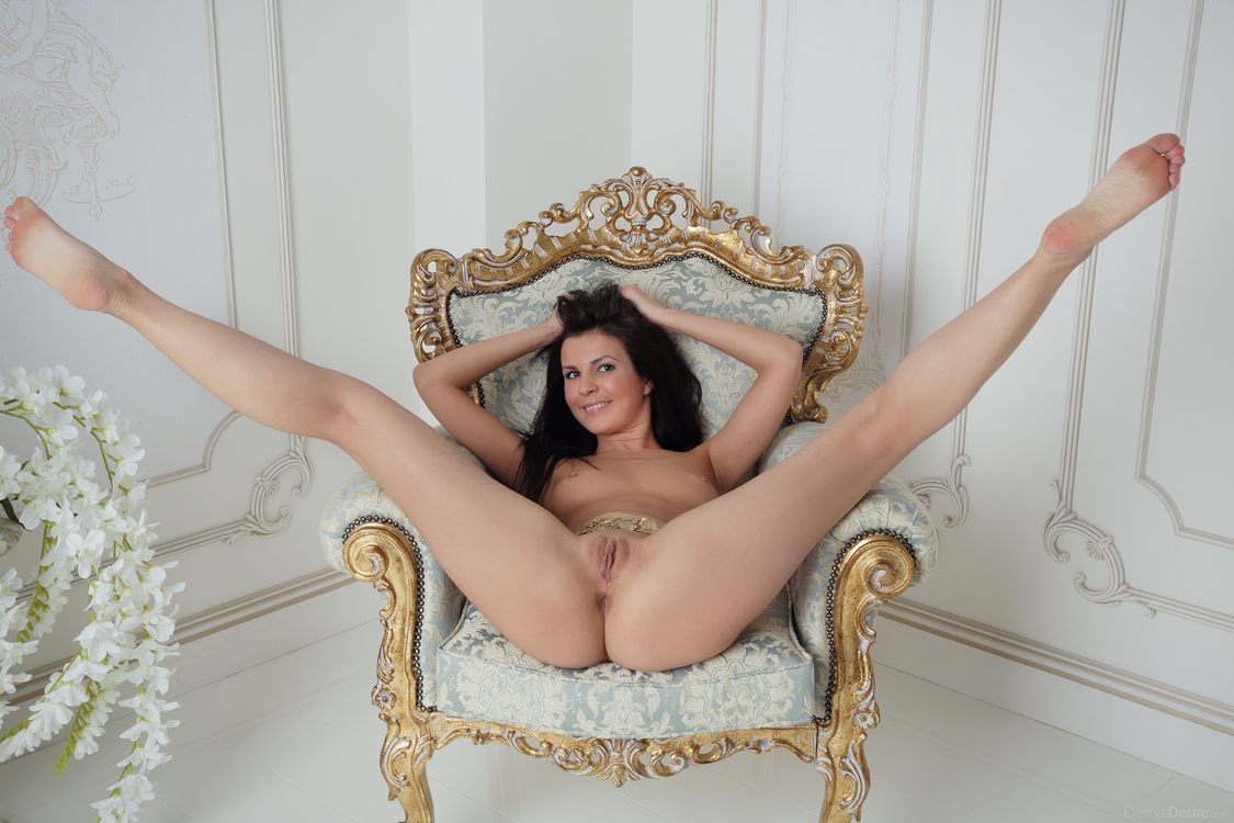 фото голые девки широко разводят ноги - 13