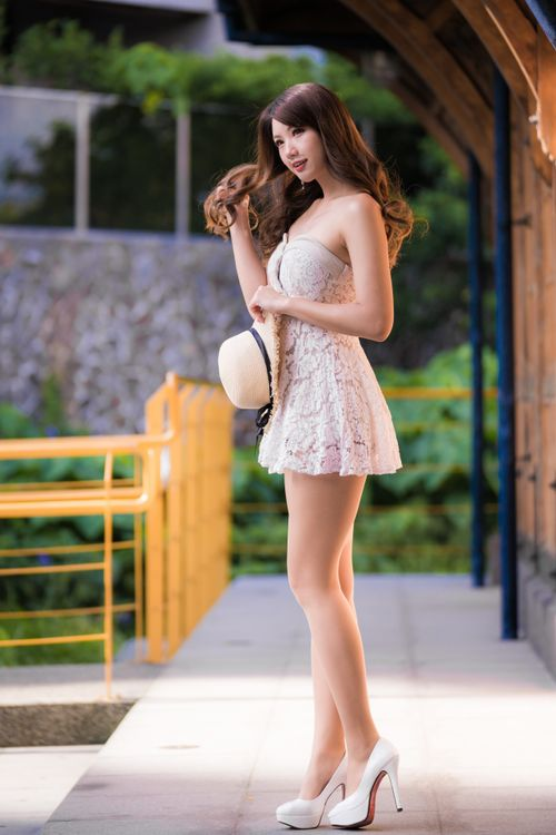 Photo young woman brown haired beautiful - free pictures on Fonwall