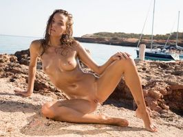 Photo free sea, tanned, shaved pussy