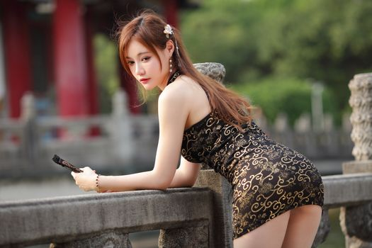 Photo free woman, brown haired, pose