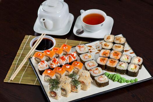 Фото бесплатно соевый соус, чай, палочками