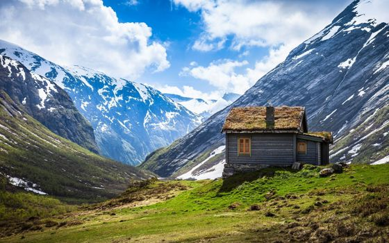 Photo free little house, mountains, field