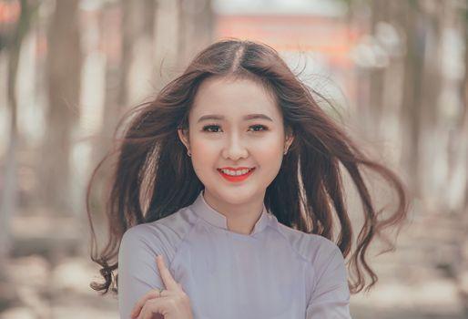 Бесплатные фото портрет,красивая,счастливая,девушка,волосы,кожа,красота,цвет человеческого волоса,леди,прическа,улыбка,длинные волосы