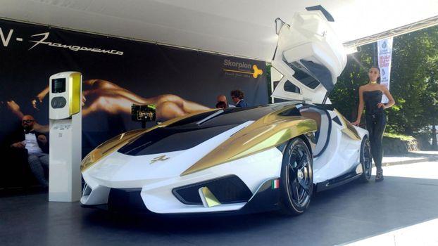 Обои автомобиль,брюнетка,модель,италия,низкое качество,frangivento asfane,суперкар,car,brunette,model,italy,low quality