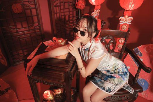 Фото бесплатно девушки, азиатка, сидеть