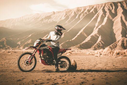 Фото бесплатно мотокросс, грязь, песок