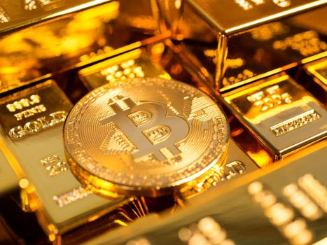 Фото бесплатно Bitcoin, слитки золота, монета