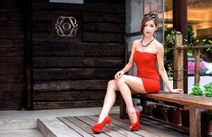 Photo free young woman, legs, asiatic