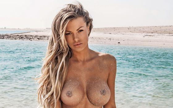 Бесплатные фото астрид falcsi,playboy,playmate,блондинка,модель,сиськи,большие сиськи,загорелые,море,пляж