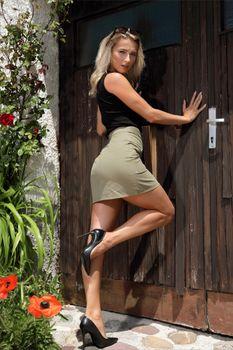 Photo free high heels, girls, skirt blonde girl
