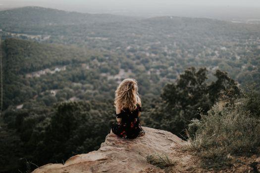 Скучающая девушка · бесплатное фото