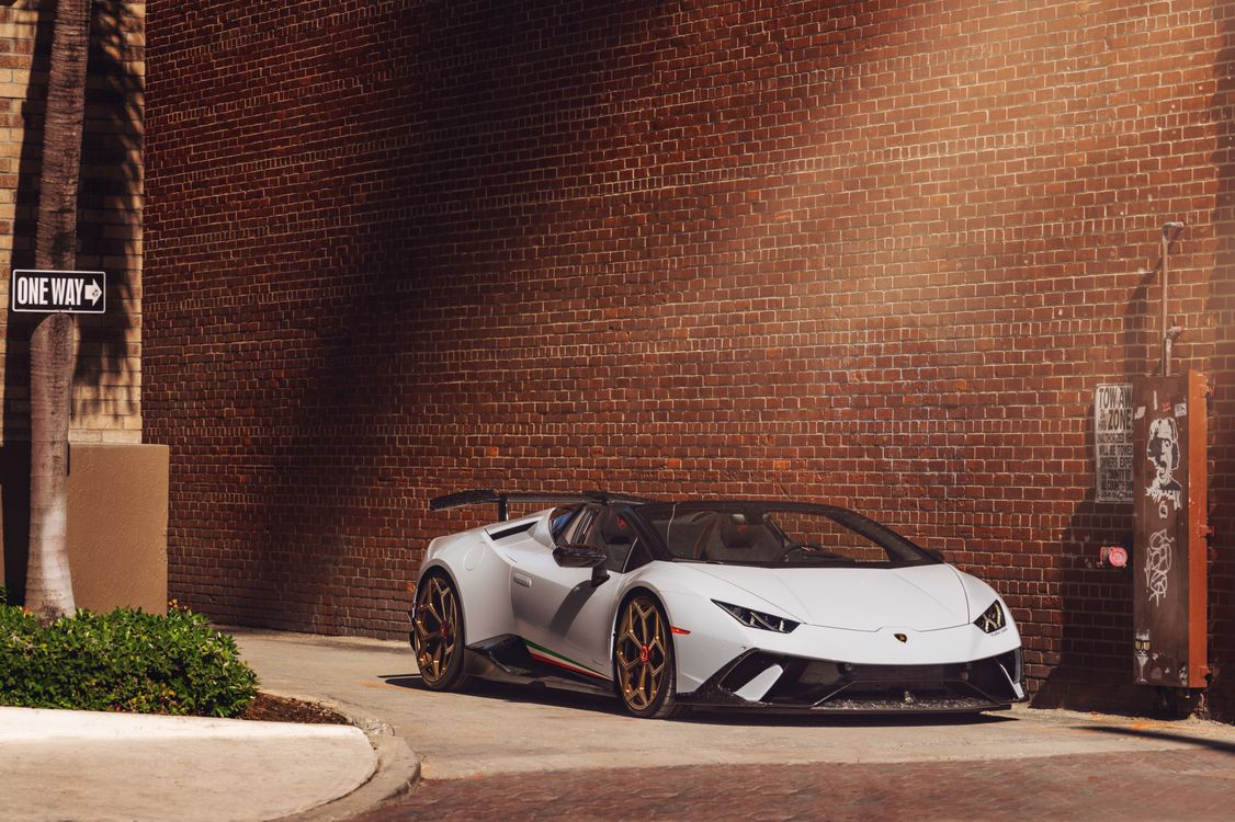Обои Lamborghini, Behance, Lamborghini Huracan Performante картинки на телефон
