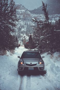 Обои авто,зима,вид спереди,снег,деревья,auto,winter,front view,snow,trees