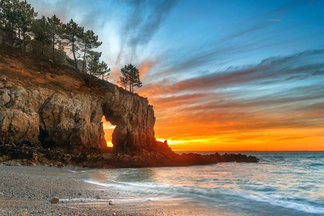 Фото бесплатно закат, море, скалы, деревья, арка, волны, берег - на рабочий стол