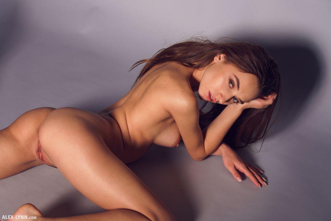 Красивая фигура Глории Сол · бесплатная заставка