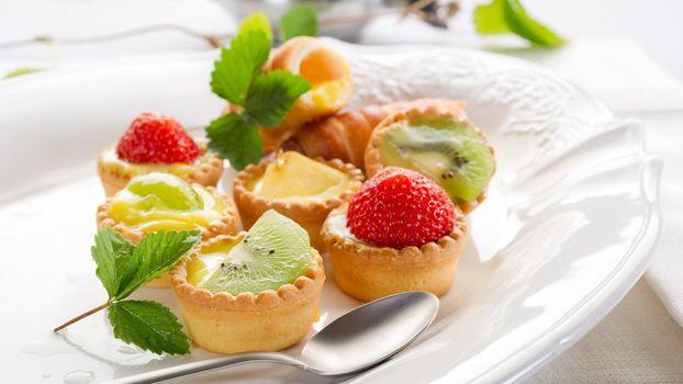 Фото бесплатно фруктовые пирожные, клубника, киви