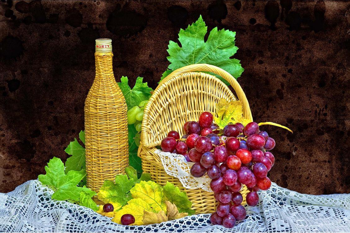 Фото бесплатно виноград, ягода, корзина, бутылка, натюрморт, еда