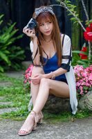 Photo free young woman, brown haired, camera