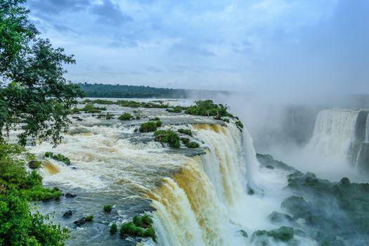 Фото бесплатно водопад, деревья, бразильские водопады