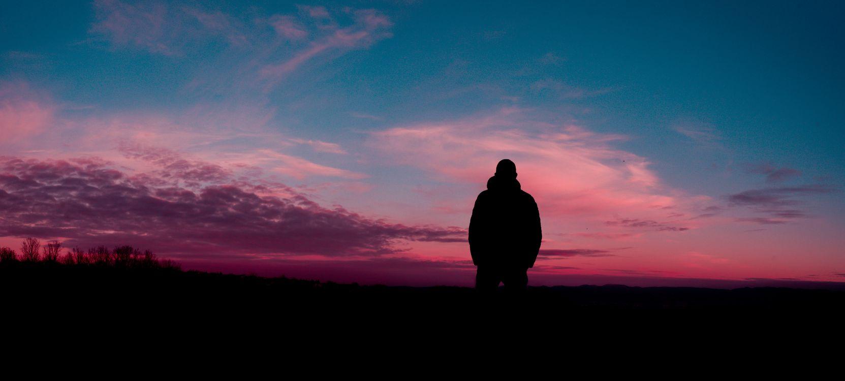 Обои человек, силуэт, небо, ночь, man, silhouette, sky, night на телефон | картинки настроения