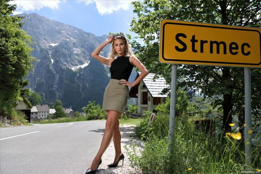 Photo free posing, Cara Mell, skirt