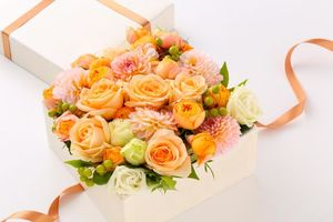Фото бесплатно bouquets, roses, dahlias, gift