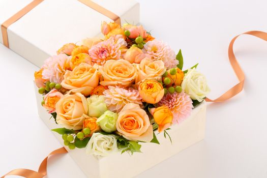 Бесплатные фото bouquets,roses,dahlias,gift