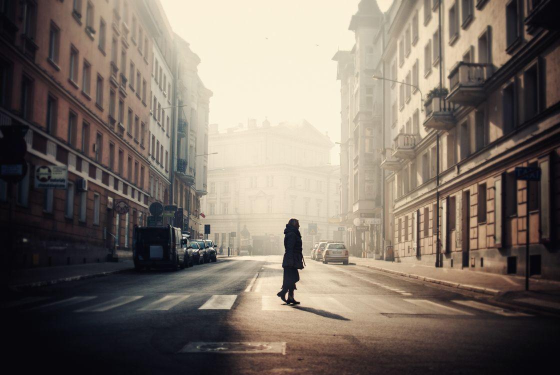 Фото бесплатно образ, свет, закат, темная, улица, туман, пересечение, женщина, город