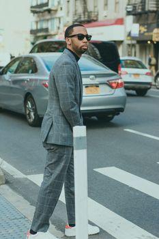 Фото бесплатно человек, солнцезащитные очки, ходьба