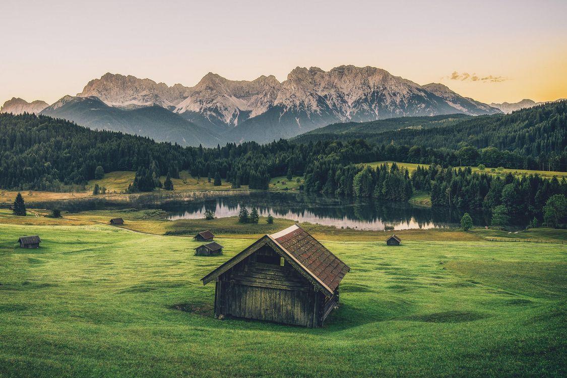 Фото бесплатно горы, Альпы, хижина, Горное озеро, Гармиш, Гармиш-Партенкирхен, луг деревья, лес, Германия, закат, пейзаж, пейзажи