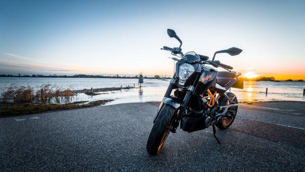 Заставки мотоцикл, вид спереди, фара