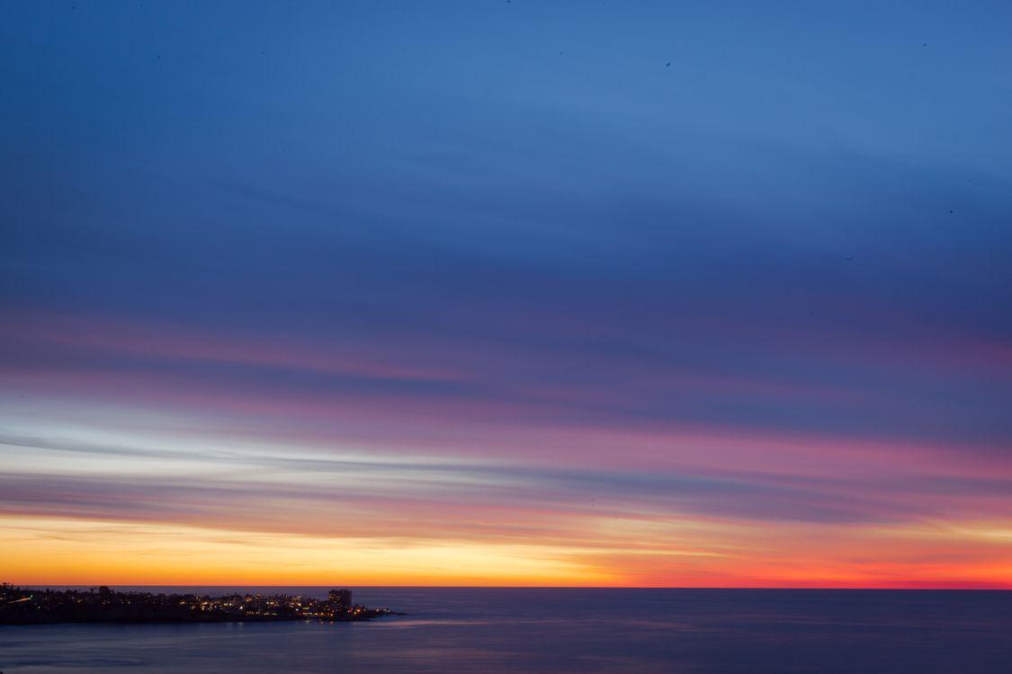 Город на берегу моря · бесплатное фото