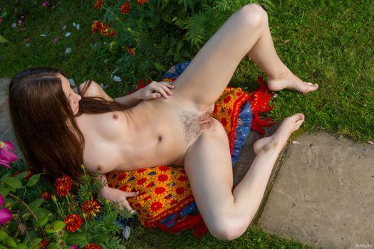 Photo free poses, photo shoot, spreading legs