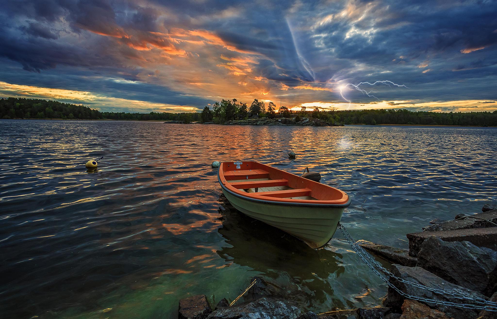 закат, озеро, лодка, туча, молния, пейзаж