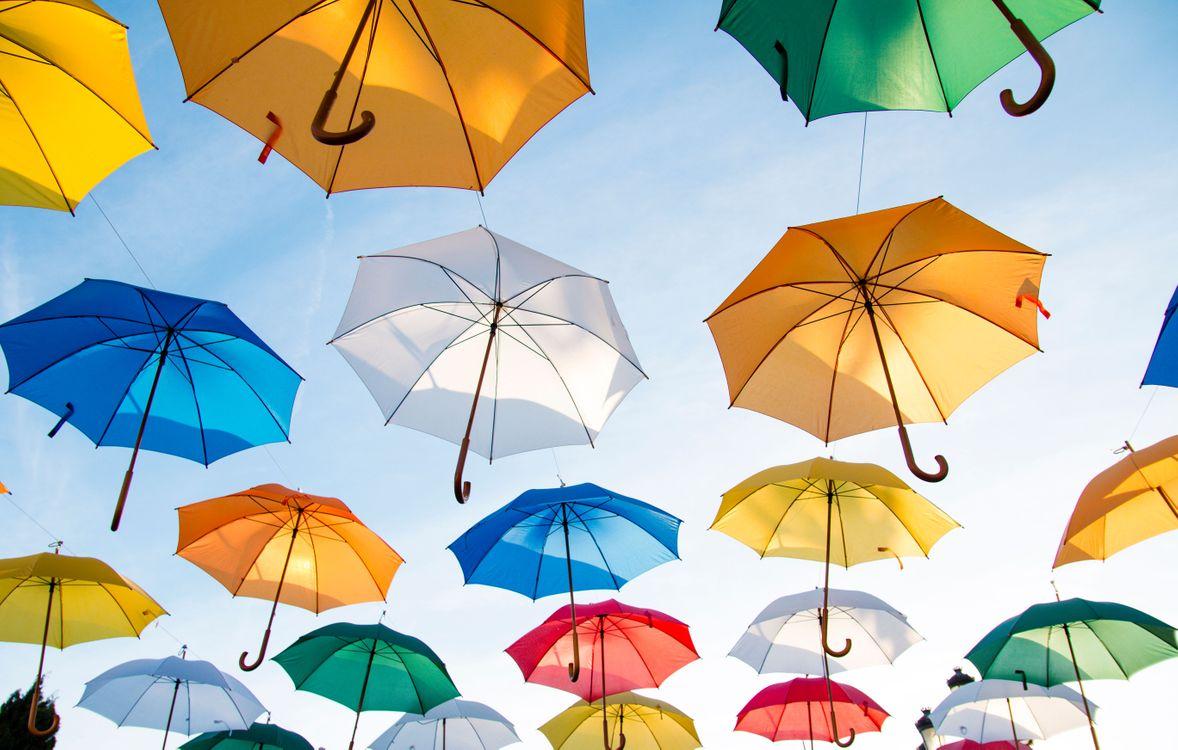Фото бесплатно разноцветные зонтики, зонты, небо, настроения