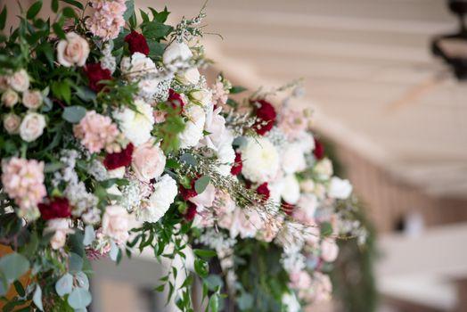 Фото бесплатно розы, листья, свадебное украшение
