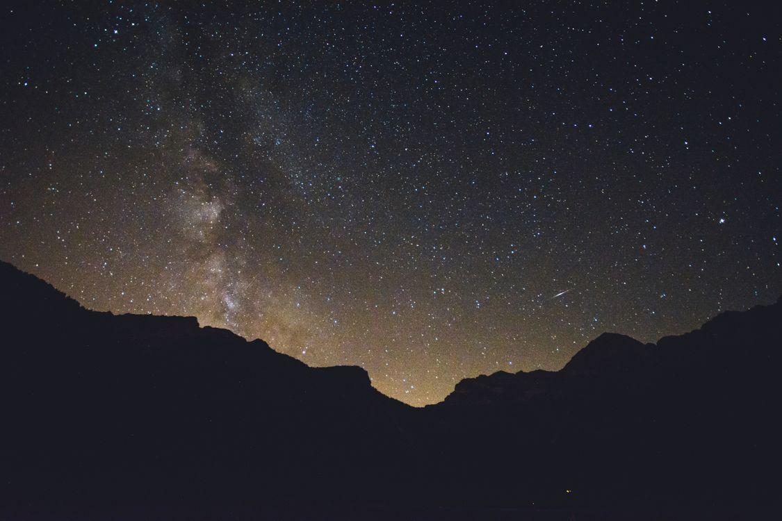 Фото бесплатно звездное небо, горы, сияние - на рабочий стол
