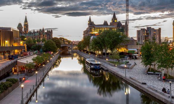 Заставки города, Канада, речной катер