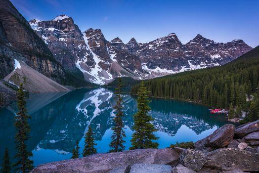 Бесплатные фото Lake Moraine,Canada,Озеро Морейн,Альберта,Канада