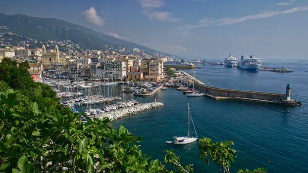 Photo free cities, France, cruise liner