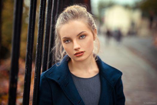 Бесплатные фото женщины,блондинка,лицо,портрет,глубина резкости,женщины на открытом воздухе,синее пальто,Lods Franck