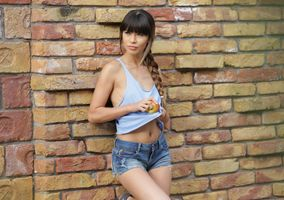 Photo free young woman, brown haired, pigtails